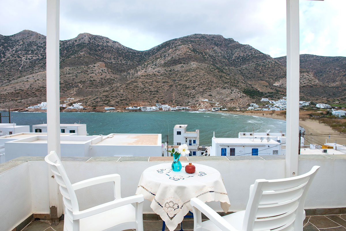 Rooms at Sifnos close to the beach