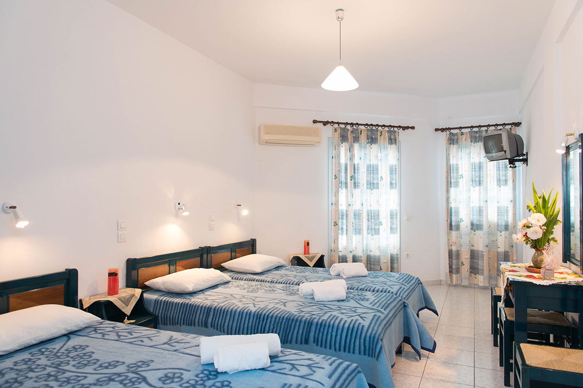 Spacious rooms at Sifnos